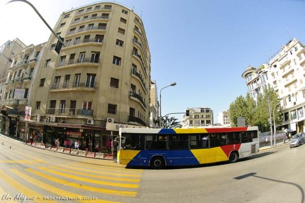 אוטובוס בעיר סלוניקי - צבעוני ויפה